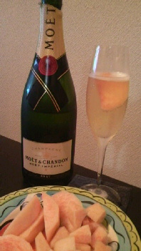 MOET in Peach
